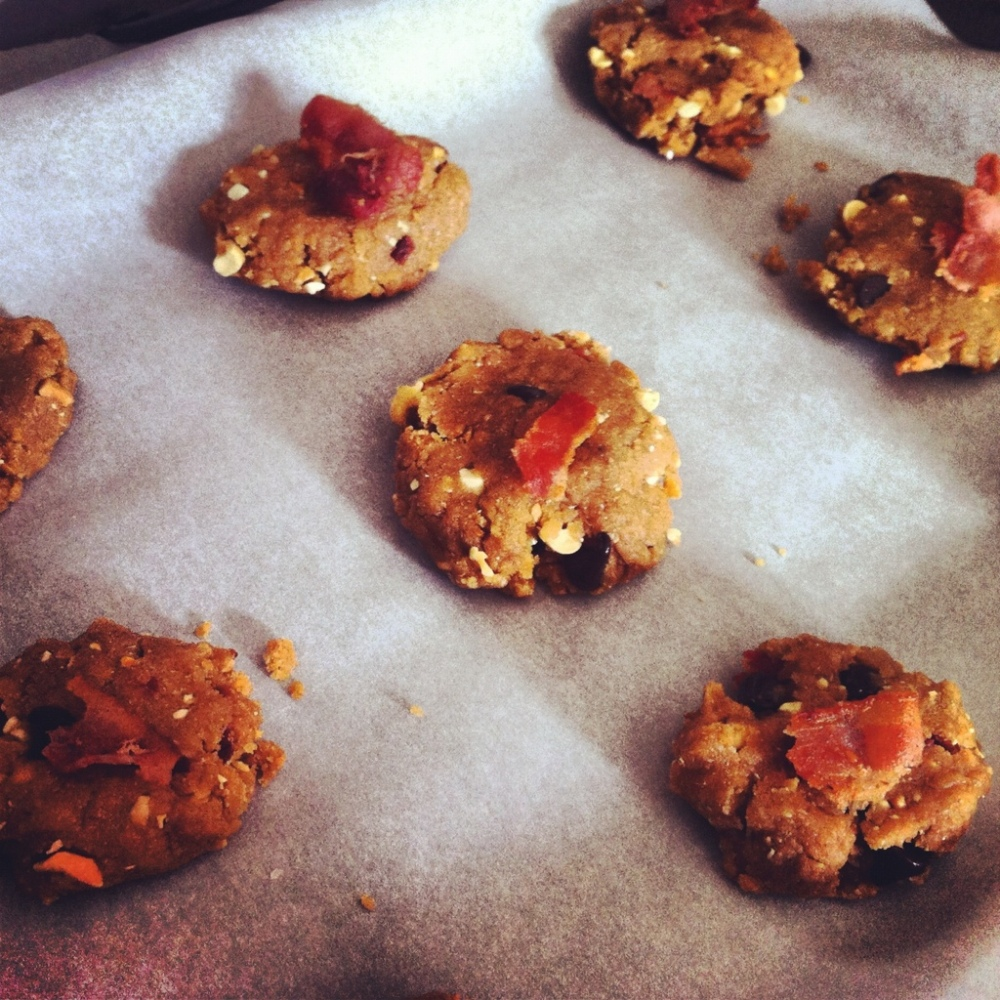 Peanut Butter Chocolate Chip Bacon Cookies (1/6)