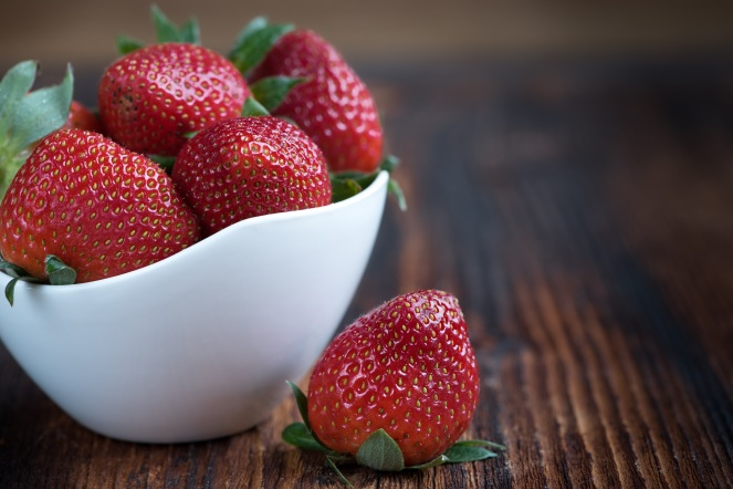 strawberries-frisch-ripe-sweet-89778